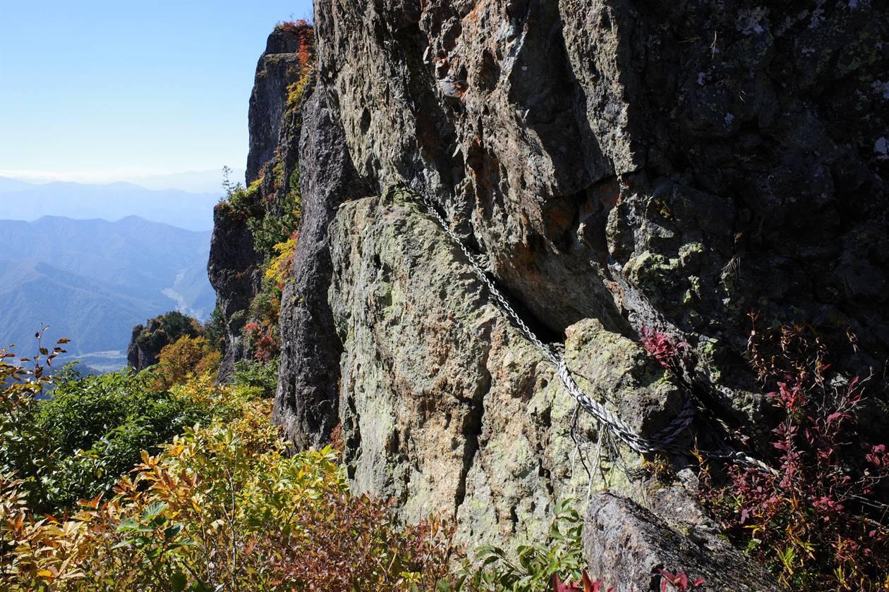 【新潟】金城山登山 山頂の巨岩の鎖場