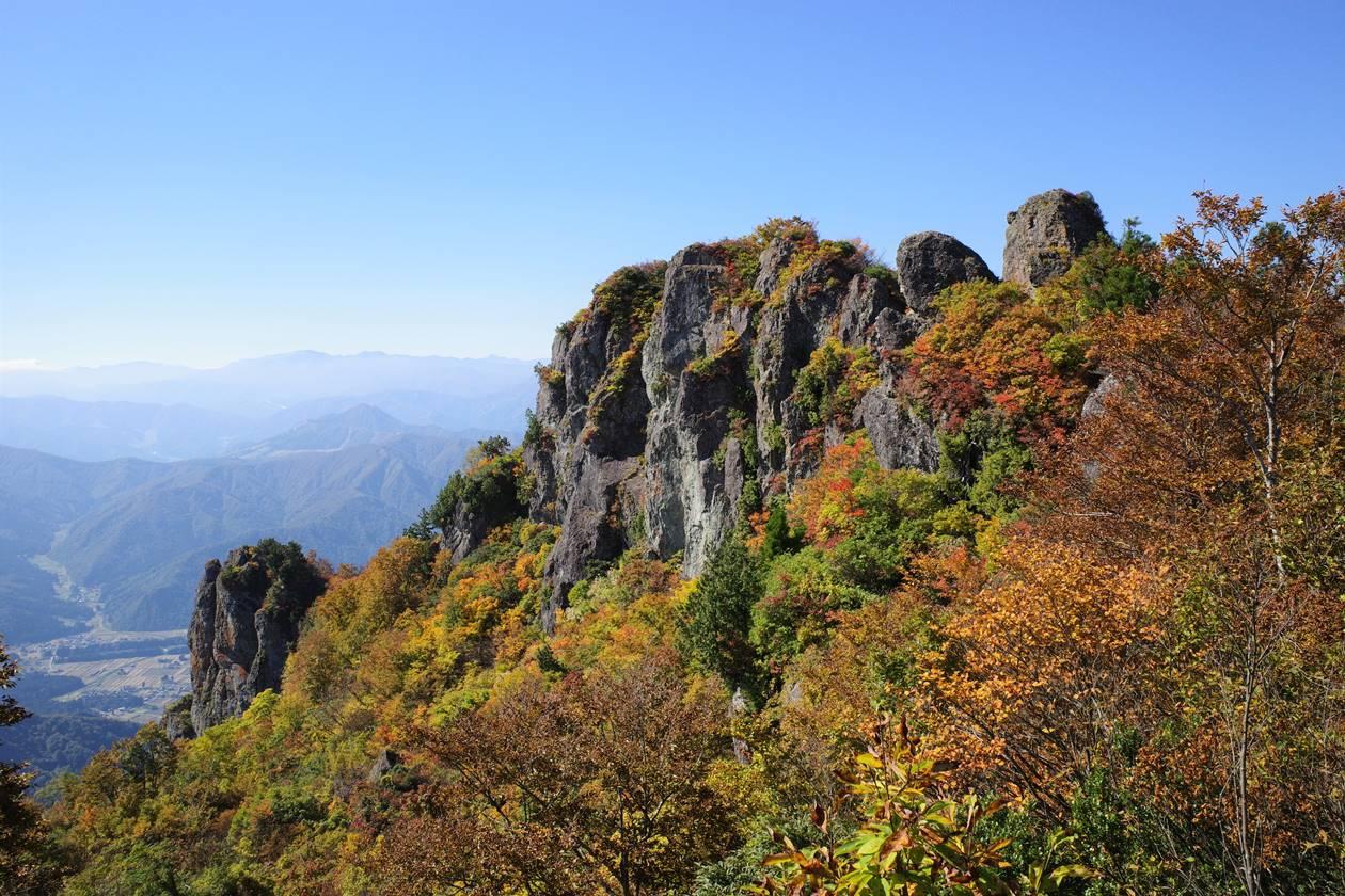 【新潟】金城山登山 岩峰と紅葉風景