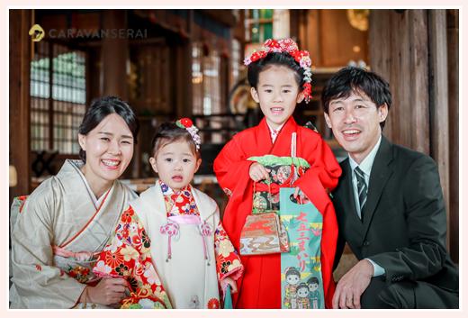 姉妹そろって七五三 出張カメラマンが撮る家族写真