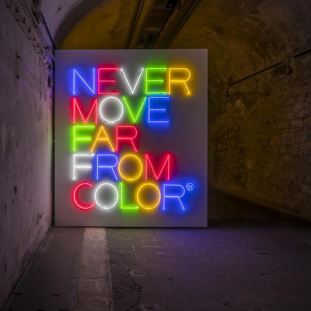 Maurizio Nannucci - Never move far from color