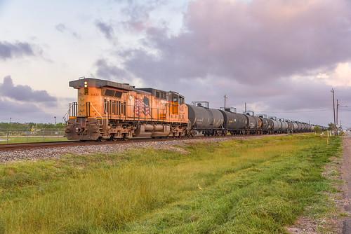 up unionpacific manifest train tank cars lhb48b lhb89 chemicals houston texascity galveston subdivision ghh turn local c44ac ac4400cw englewoodyard sunset colors hues lastlight