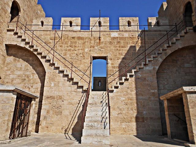 Escaleras interiores de las Torres de Serranos - València