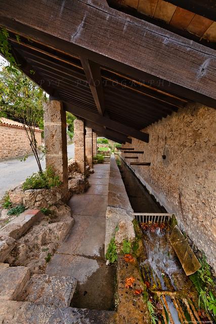 Tourtour village dans le ciel dans le Var en Provence  3D0A7143