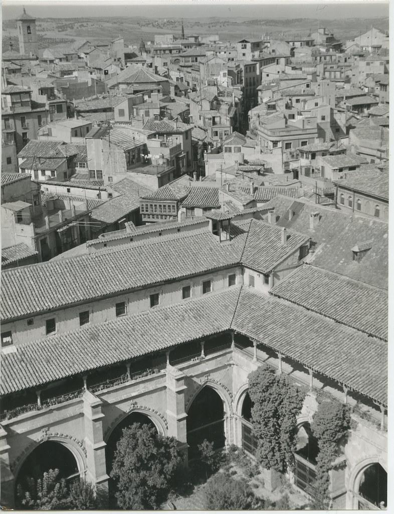 Vista desde la torre de la Catedral en 1962. Biblioteca Histórica de la Universidad Complutense de Madrid, Archivo personal de Leandro de la Vega.