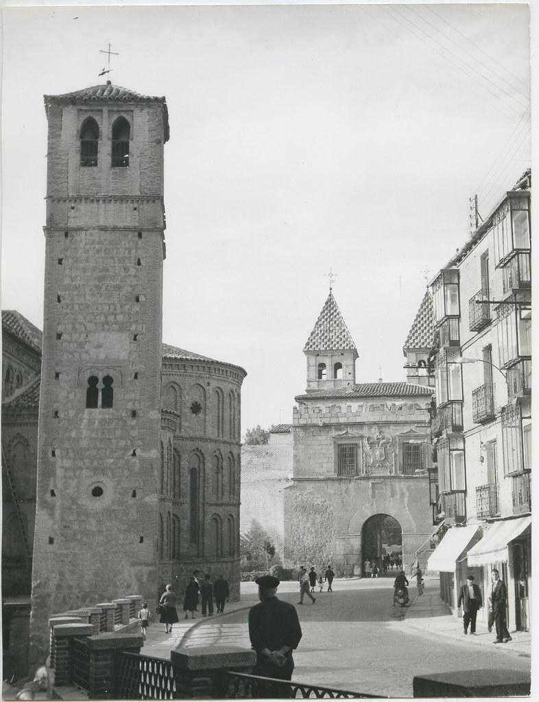Iglesia de Santiago del Arrabal en 1962. Biblioteca Histórica de la Universidad Complutense de Madrid, Archivo personal de Leandro de la Vega.