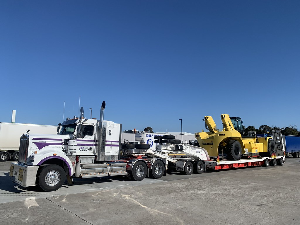 The last interstate trip I did in the Big Charlie. Hyster reach stacker from Melbourne right into Banksmeadow NSW
