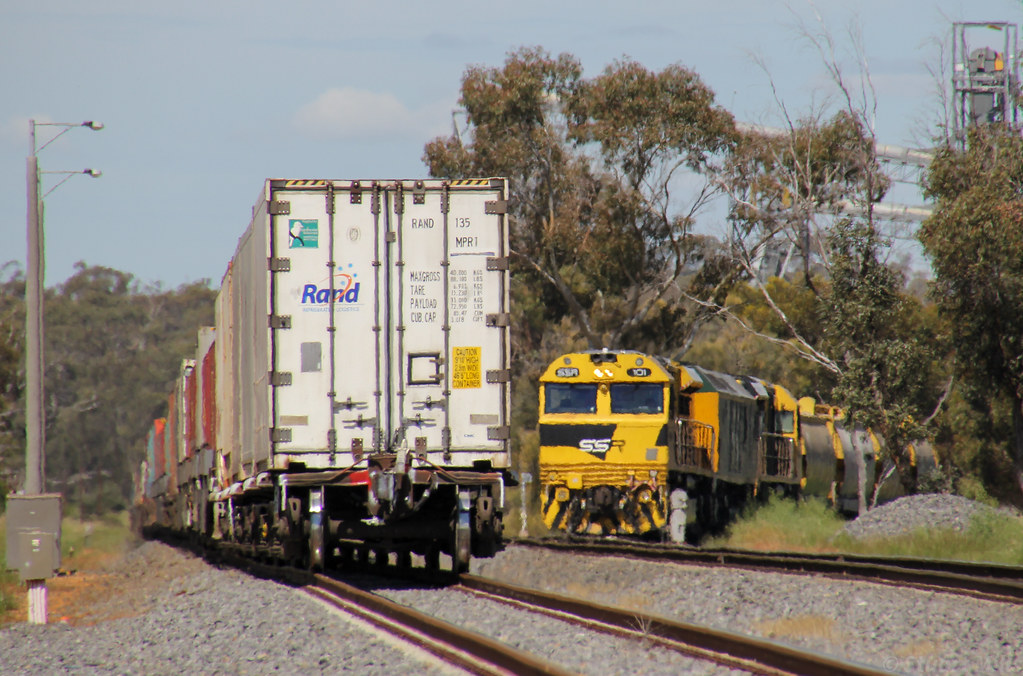 SSR101 RL304 and SSR102 load at Grainflow as PM5 has a few more hours to wait in the loop by bukk05