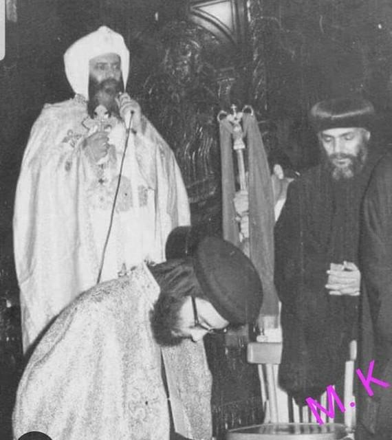 صورة نادرة لرسامة نيافة الانبا بيشوي عام 1972 م