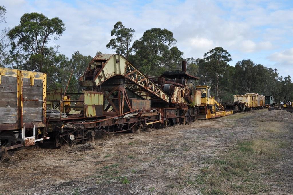 Craven 1912 25t Steam Crane No. WAGR 23 & W 947 Hotham Valley Railway at Pinjarra 2015 10 23 b by ChrisDPom