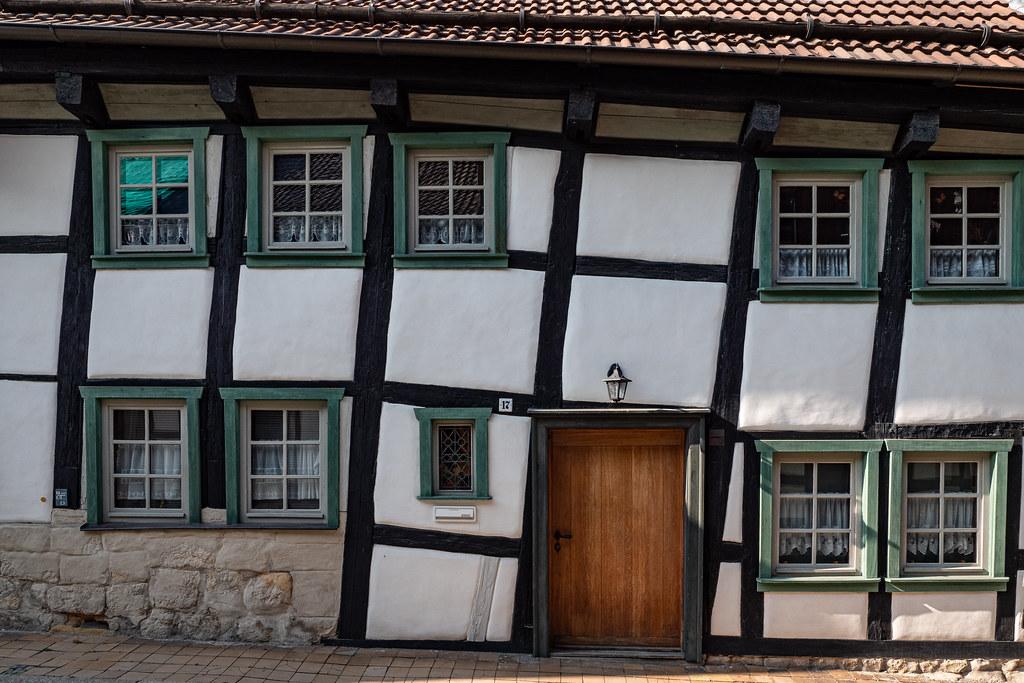 Blankenburg (Harz): Fachwerkhaus Bäuersche Straße 17. Dieses, und das nebenhaus Nr. 17, sind die ältesten Häuser der Stadt - Half-timbered house no. 17 Bäuersche Straße. This and the neighbouring house no. 16 are the oldest houses of the town