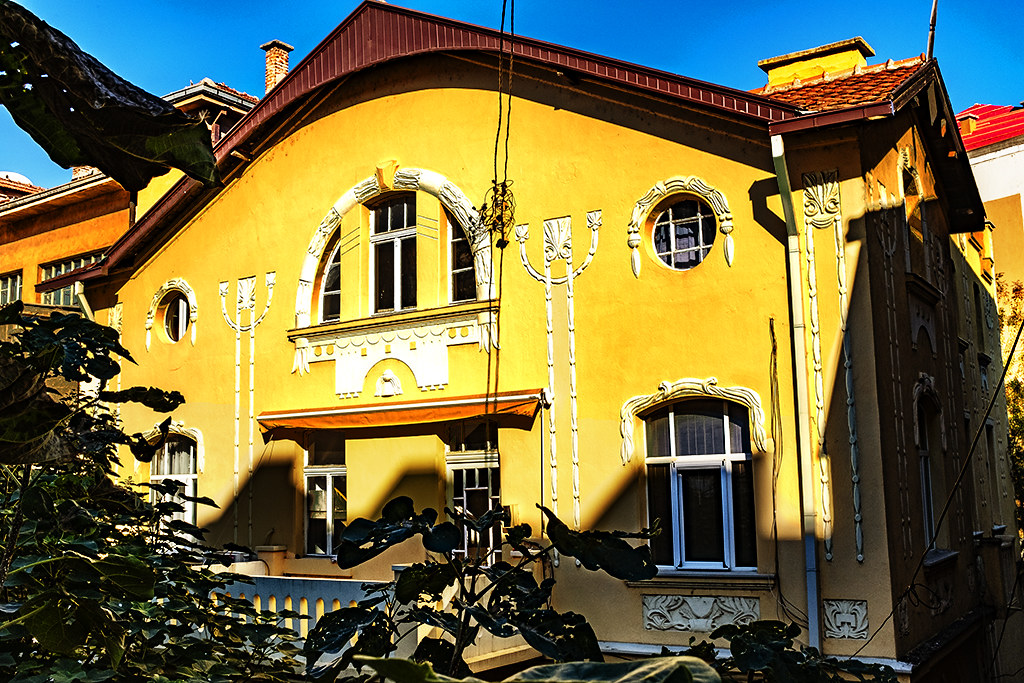 Grand old house on 10-23-20--Veles 2