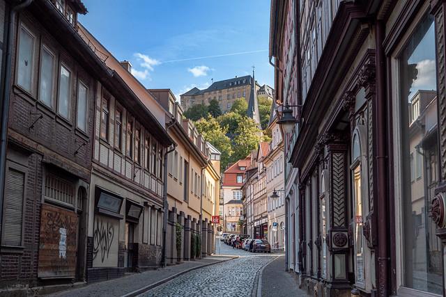 Blankenburg (Harz): Blick durch die Tränkestraße zum Großen Schloss - Looking through Tränkestraße to the Great Palace