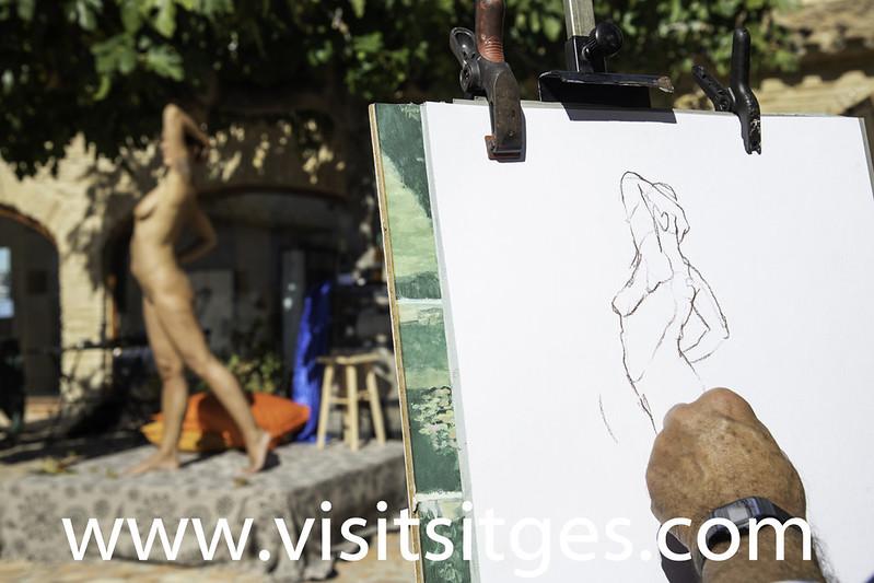 Sesión de dibujo al natural con modelo