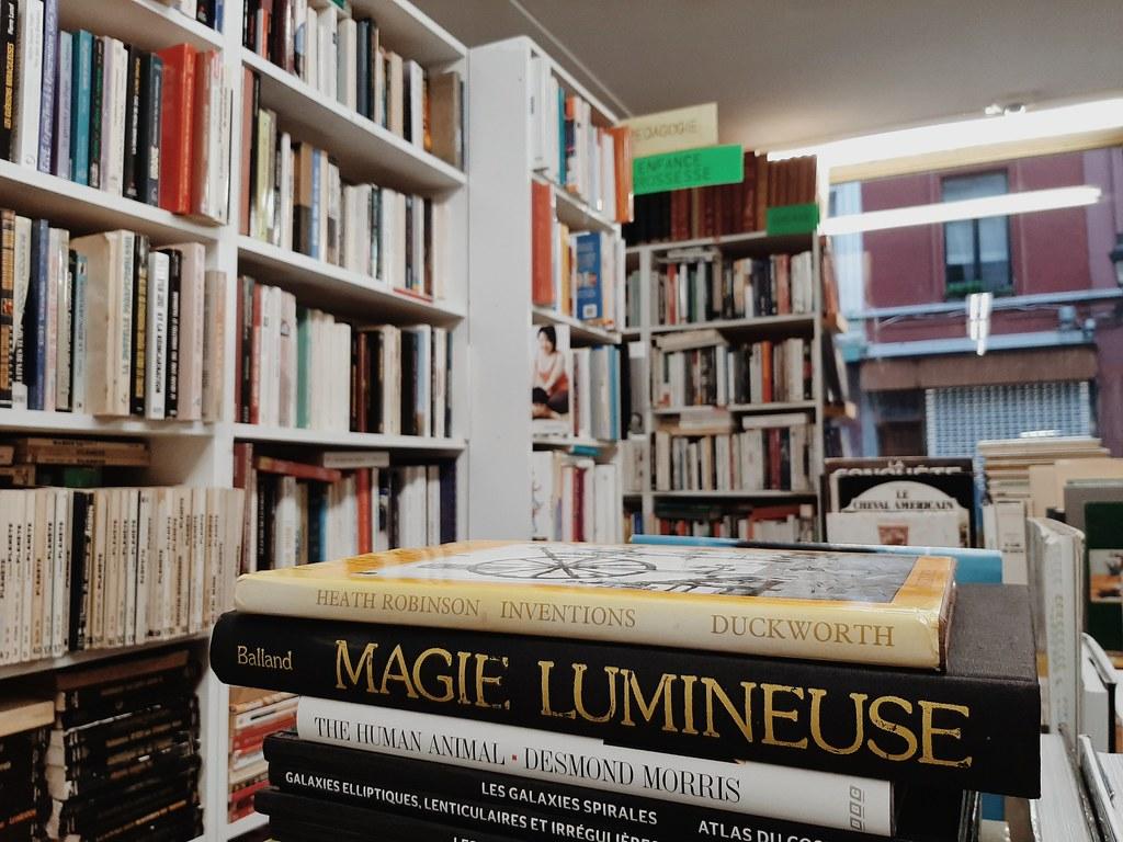Entre los pasillos de la librería Evasions