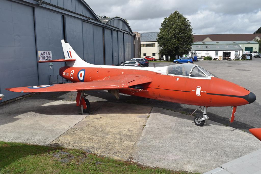 Hawker Hunter F.6A 'XF375 / 6' (G-BUEZ)