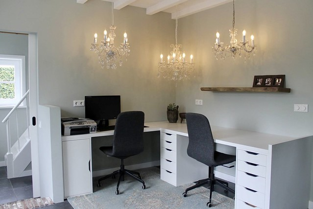 Thuiskantoor landelijk wit bureau