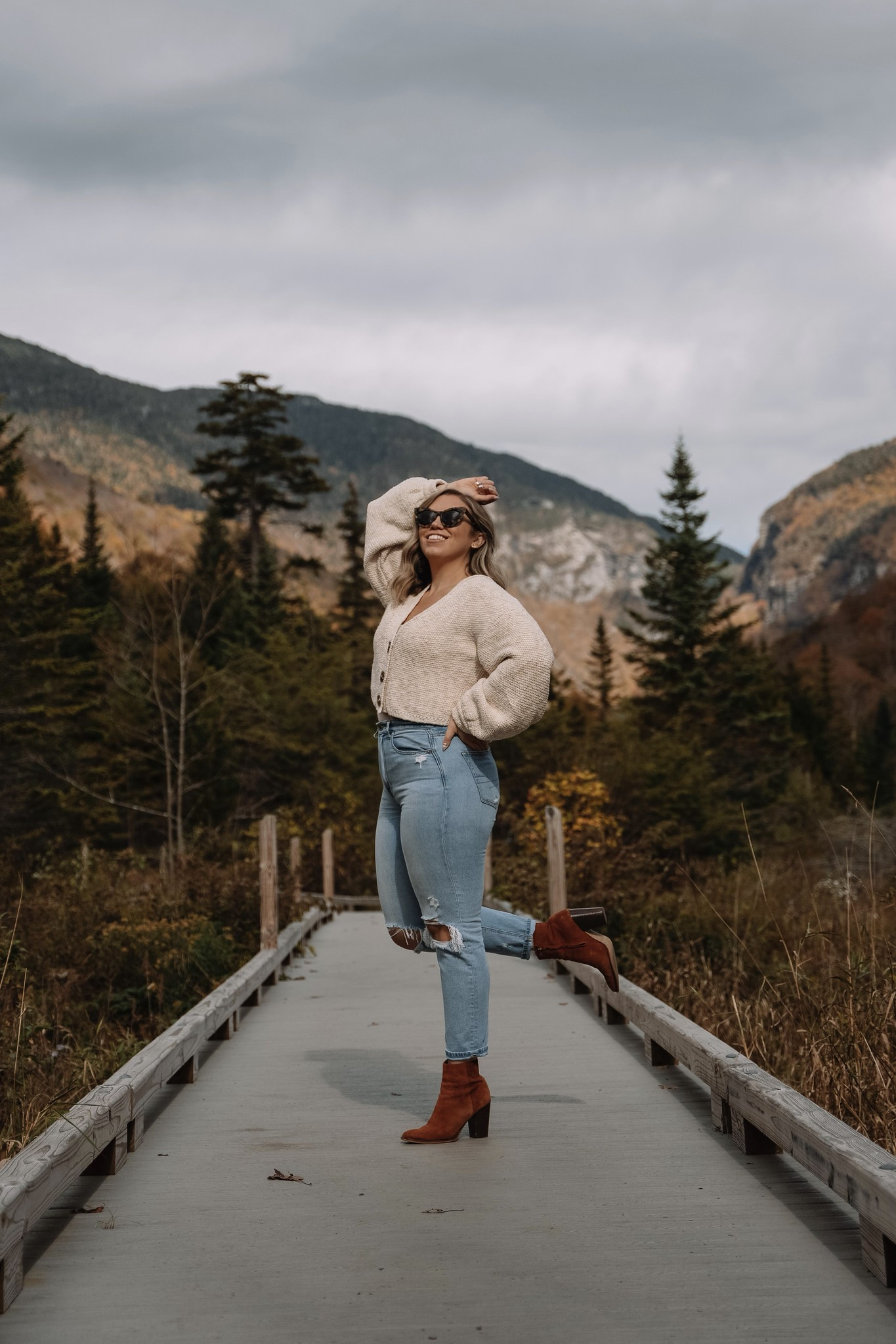 Chunky Cardigan & American Eagle Mom Jeans | Stowe Mountain Resort | What to Wear in Vermont in the Fall | Vermont Packing List for Fall | What to Wear in Vermont in October | What to Wear on a Fall Vacation | Fall Outfits