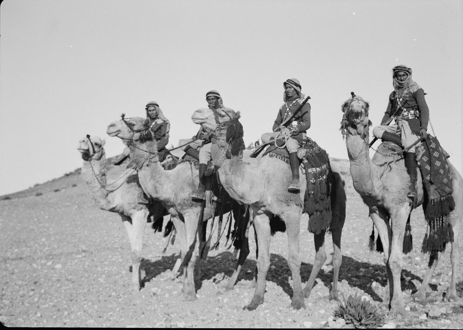 01. Группа всадников собирается отправиться на Тель-эль-Меллих
