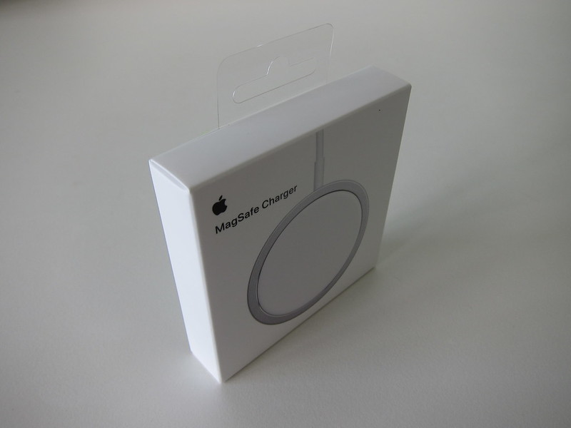 Apple MagSafe Charger - Box