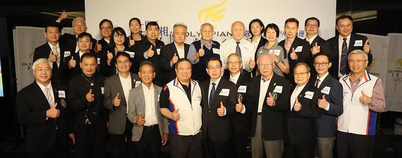 中華奧會主席林鴻道(前排左5)與體育署長張少熙(前排左6)都參與盛會。(中華民國奧運人協會提供)