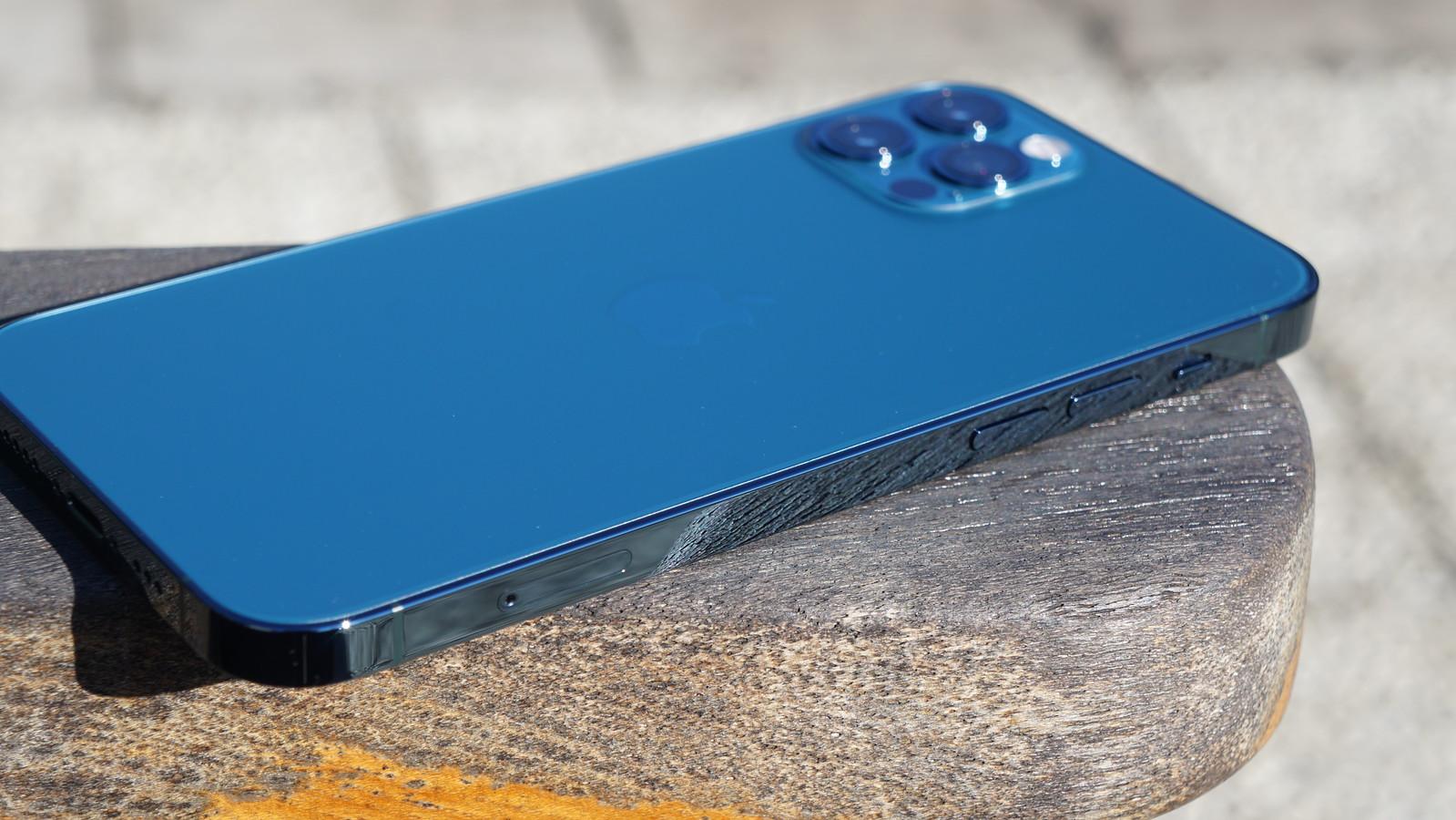iPhone 12 Pro レビュー - 帰ってきたフラットエッジの新デザイン