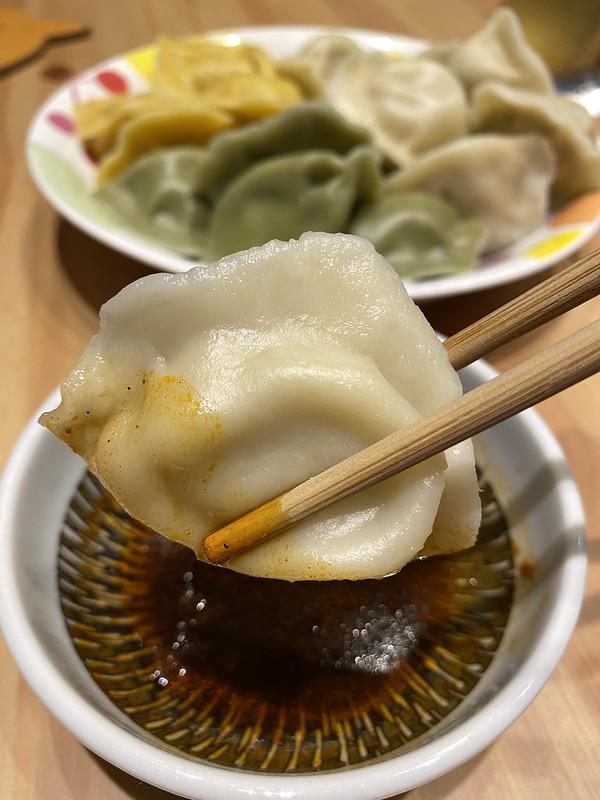 「金三餃」特色好吃的宅配冷凍水餃推薦!好新鮮當日現包,急速冷凍(川味、咖喱、高麗菜水餃) @秤瓶樂遊遊