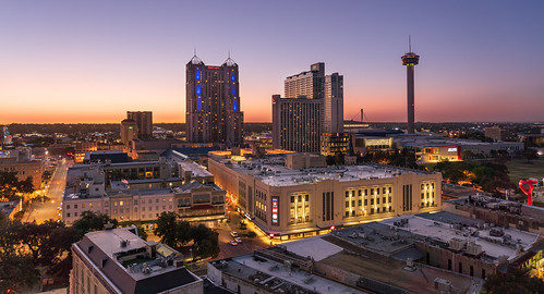 sanantonio bexarcounty downtown city cityscape landscape dawn sunrise building buildings perspective morning sun lights texas