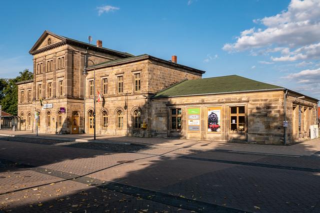 Blankenburg (Harz): Der 1873 eröffnete Bahnhof im Abendlicht - The railway station, inaugurated in 1873, in the evening sun