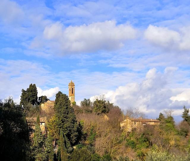 Due case e un campanile