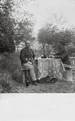 Soldiers of the Austro-Hungarian Army at beer - Soldaten der k.u.k. Armee beim Bier