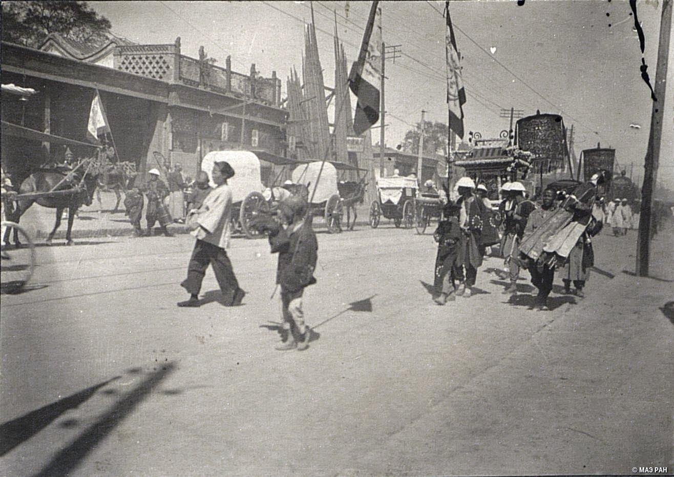 Похоронная процессия на улицах Пекина