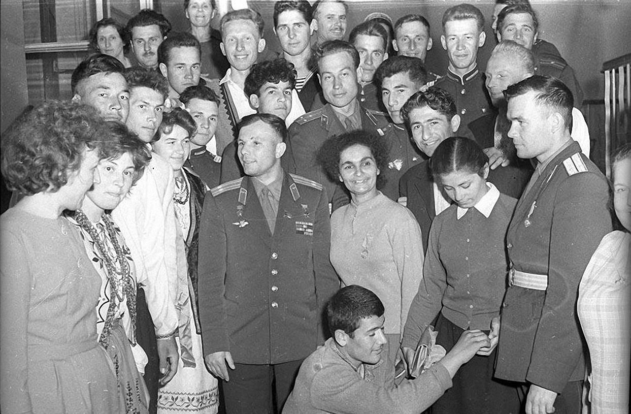 1961. Первый приезд. Ю.Гагарин с супругой в гостях у чекистов1