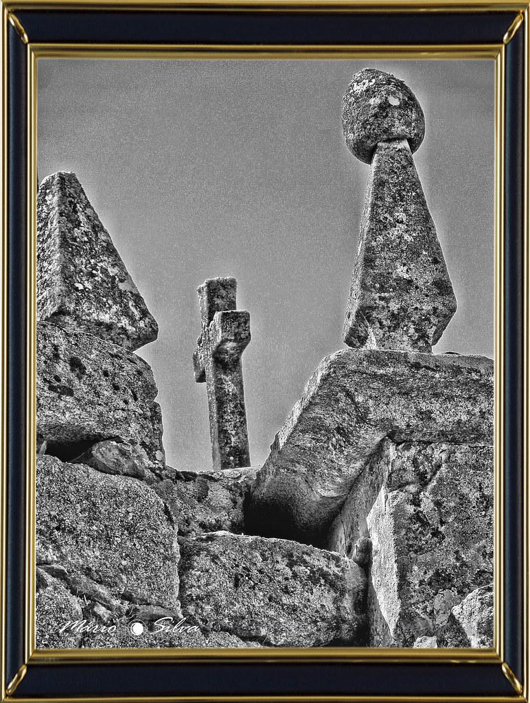 cruz com moldura