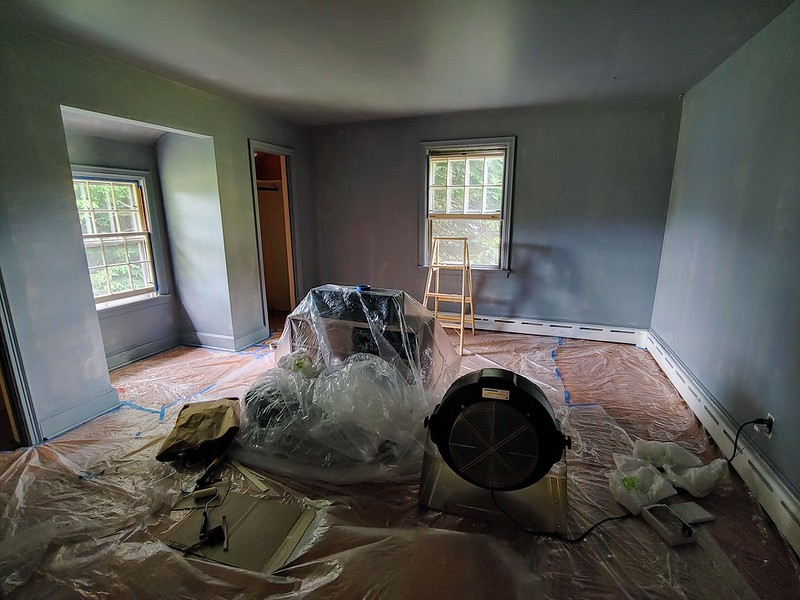 Painting the Den: (2) Priming the walls and ceiling with tinted primer