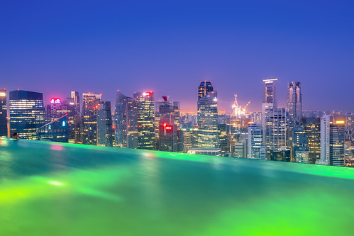 singapore aisa infinitypool city cityskyline architecture sunrise pool canon longexposure lights