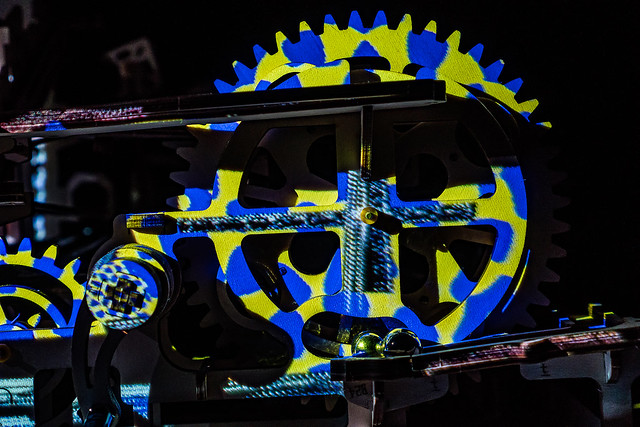 pinion in yellow and blue