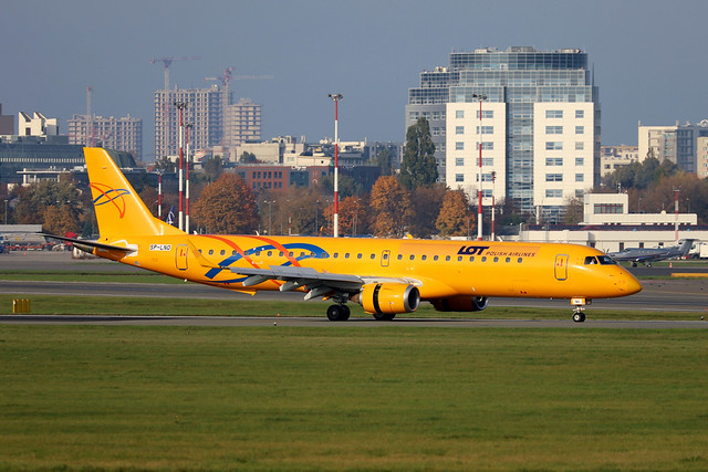 LOT Polish Airlines ERJ-195 SP-LNO in hybrid colours at WAW/EPWA