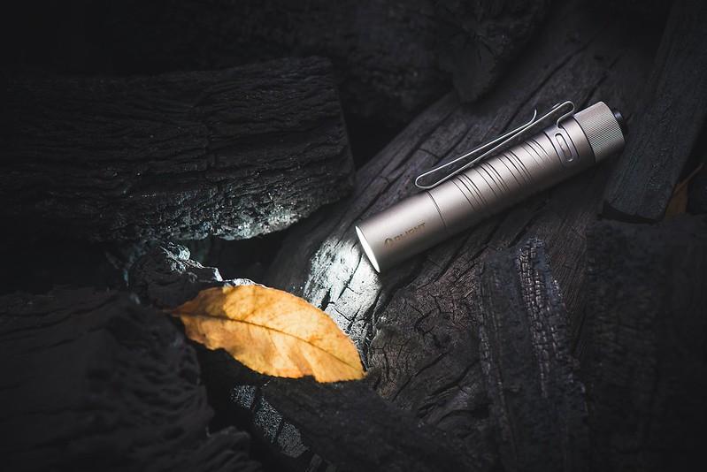 OLIGHT i5T Ti 鈦 300流明 EDC手電筒 -11