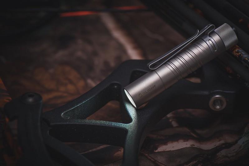 OLIGHT i5T Ti 鈦 300流明 EDC手電筒 -7