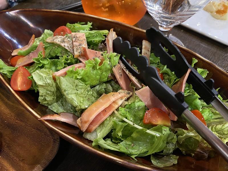 上野HAZE_燻製ベーコンのサラダ