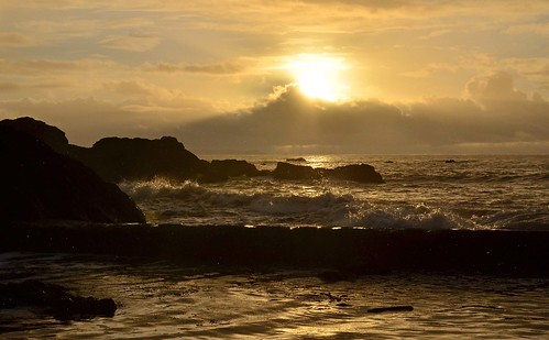cornwall millendreath coast rocks waves sunrise