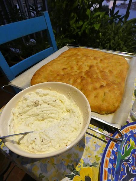 fougasse et fromage frais