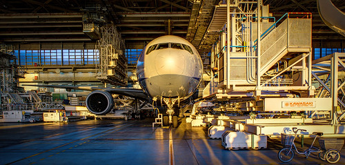boeing777 hangar sunset allnipponairways ana airplane aircraft kawasakiheavyindustries bicycle tokyohanedaairport anaaircraftmaintenancefacility