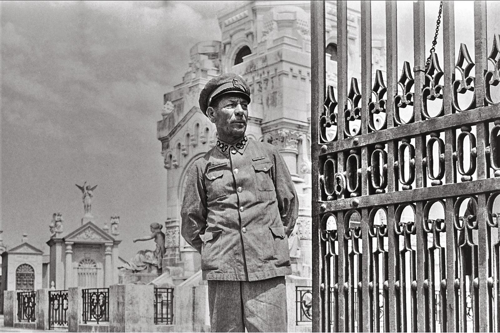 Guarda de 1.ª — Dir. dos Serv. de Salubridade do Município de Lisboa, Cemitério do Alto de São João (Ant.º Passaporte, 1944)