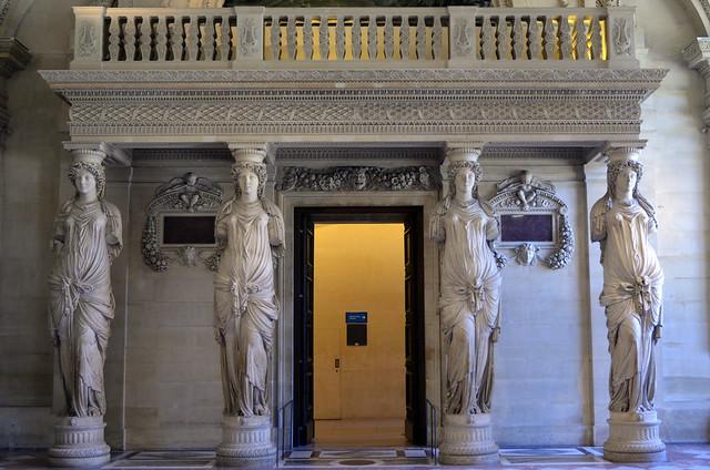 2020.08.06.047 PARIS - Musée du LOUVRE - Cariatides de Jean Goujon soutenant le balcon des musiciens (1550)