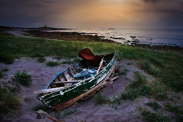 Barca en la costa gallega