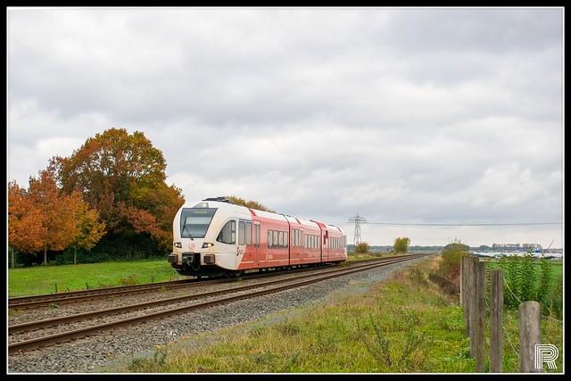 Arriva Nederland, Stadler GTW-D - 10307 'Frits Zernike' // Duurkenakker, Muntendam - Groningen // 26-10-2020