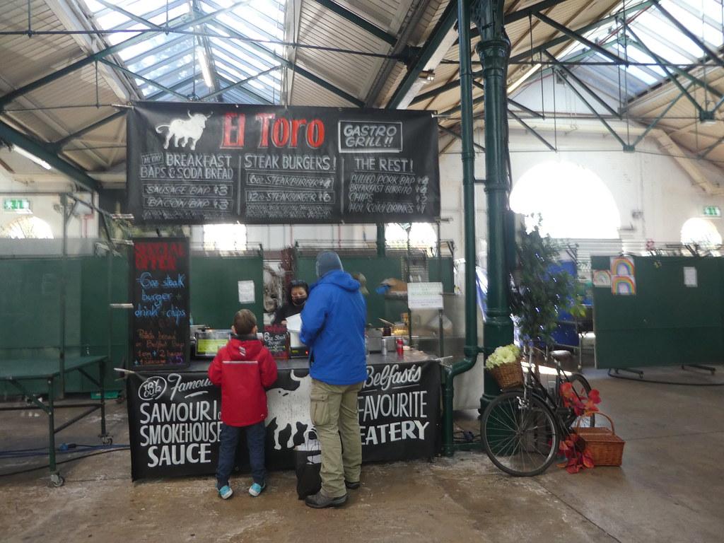 Warung jajanan pinggir jalan, St George's Market Belfast