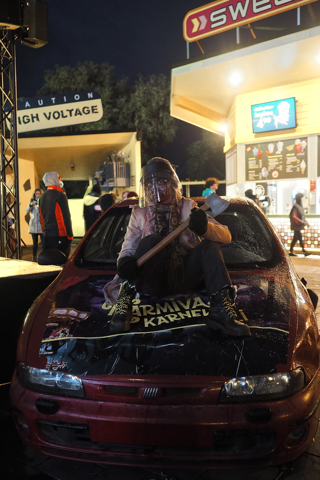 karmiva karnevaali visiiri zombi