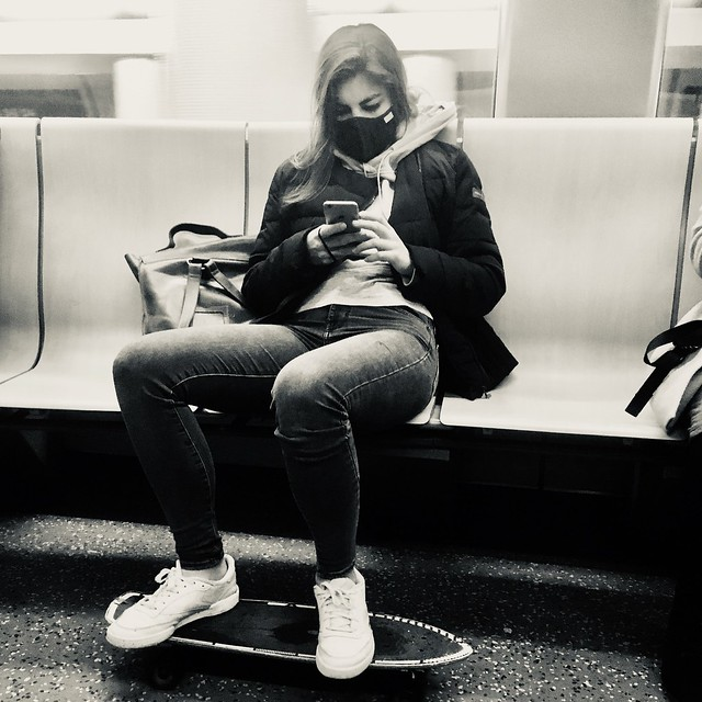 Maske, Handy, Skateboard